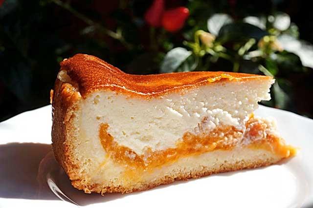 Пирог с творожной начинкой и консервированными фруктами